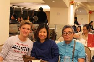 Meine Gasteltern und ich bei einem Familien Abendessen